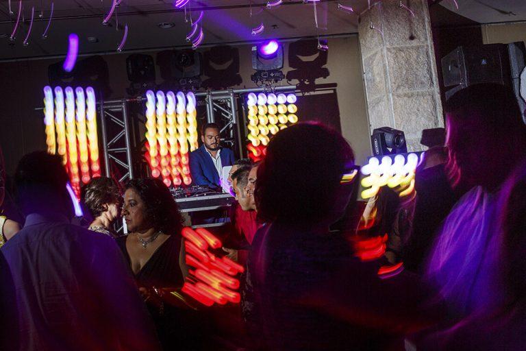 Tips para contratar un DJ Profesional.